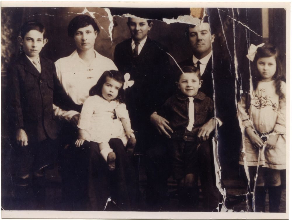 Pellatt Family -  Albert Jnr, Mary R, William, Albert Snr, Doris, Front Row Mavis and Jack Pellatt 1917